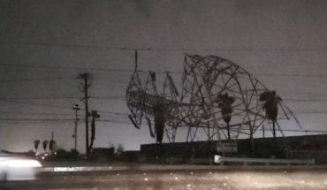 Cae torre de la CFE en Mexicali tras lluvias intensas; familias se quedan sin luz