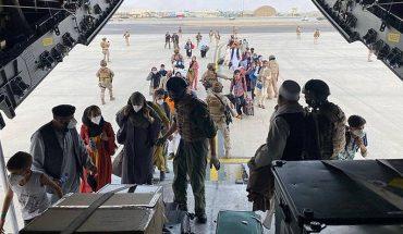 """En medio de """"amenaza terrorista"""": más de 13 mil personas han sido evacuados de Kabul en vuelos de EE.UU. y aliados"""