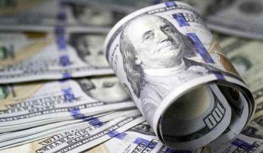 Las sociedades de Bolsa suspenden la venta de dólares tras nuevas restricciones