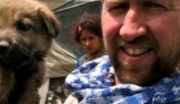 Paul Farthing with his dogs evacuate Afghanistan is authorized