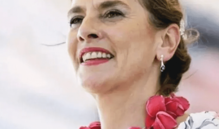 Beatriz Gutiérrez celebra retiro de escultura de Cristóbal Colón