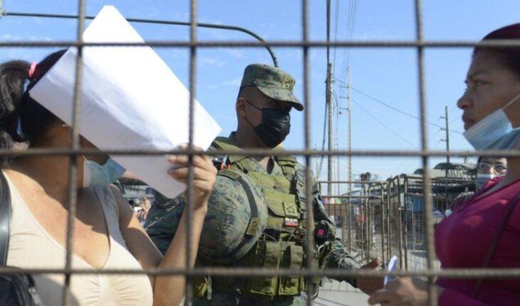 Cárcel de Ecuador acordonada por militares tras motín que deja 30 muertos