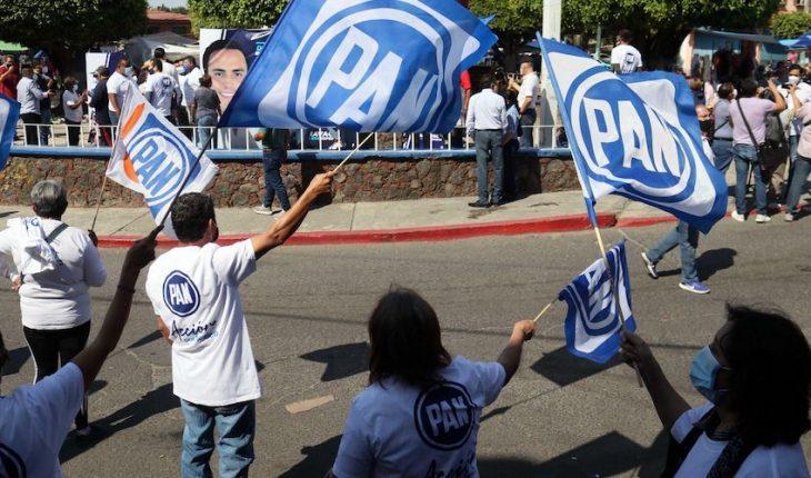Cesan a asesor externo del PAN tras encuentro con presidente de VOX