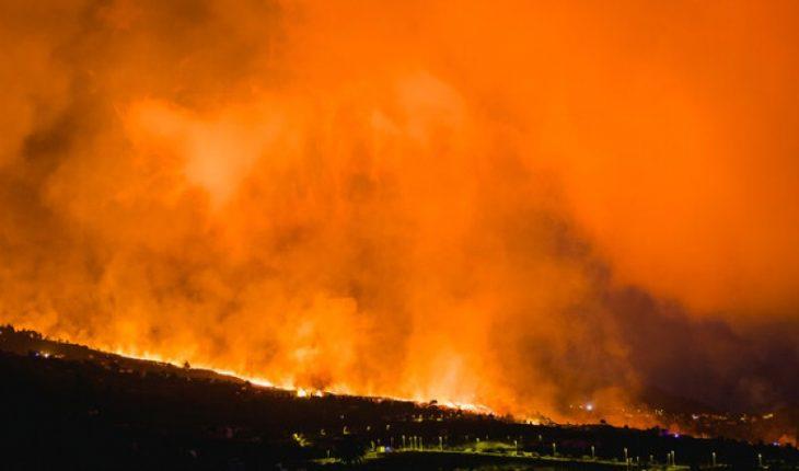 Erupción de volcán en Canarias sigue causando daños aunque la lava avanza lentamente