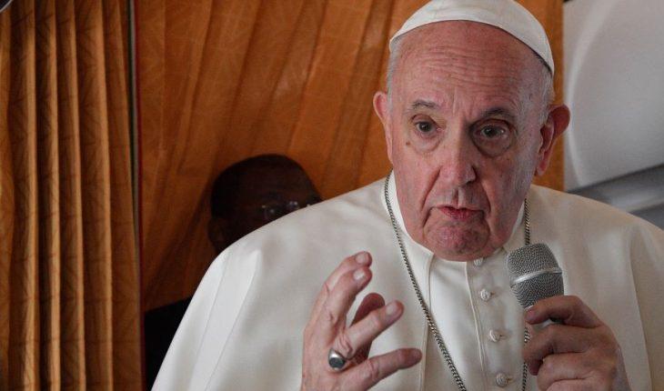 'Estoy vivo, aunque algunos me querían muerto', bromea el papa Francisco