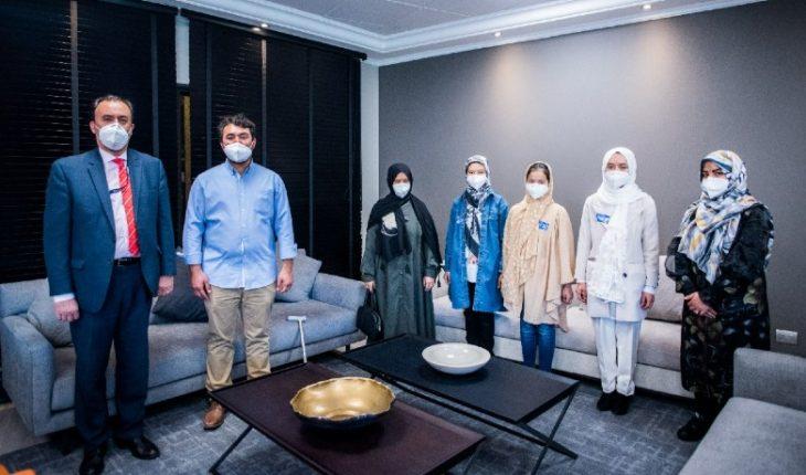 Llegó al país el primer grupo de familiares de la comunidad afgana en Chile