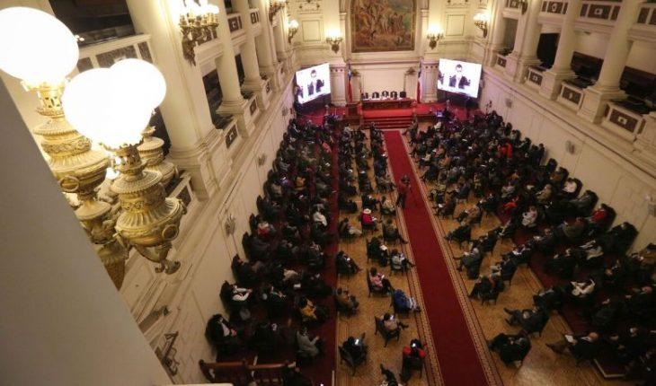 """Mesa de la Convención emplazó a Piñera por rechazo a asignaciones: """"Es hora de que asuma la responsabilidad constitucional"""""""