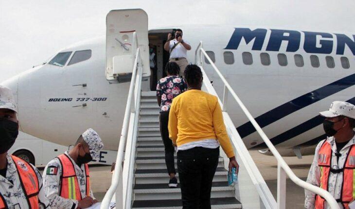 México inicia vuelos de 'repatriación voluntaria' de migrantes haitianos