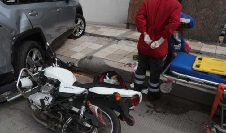 Motociclista choca en avenida del Mar en Mazatlán