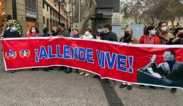 Partidos políticos realizan homenaje a Salvador Allende en jornada de conmemoración del Golpe de Estado