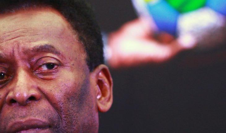 Pelé reveló que acudió al hospital para sus revisiones de rutina
