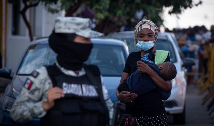 Policías de Chiapas encierran a familias haitianas y las entregan al INM