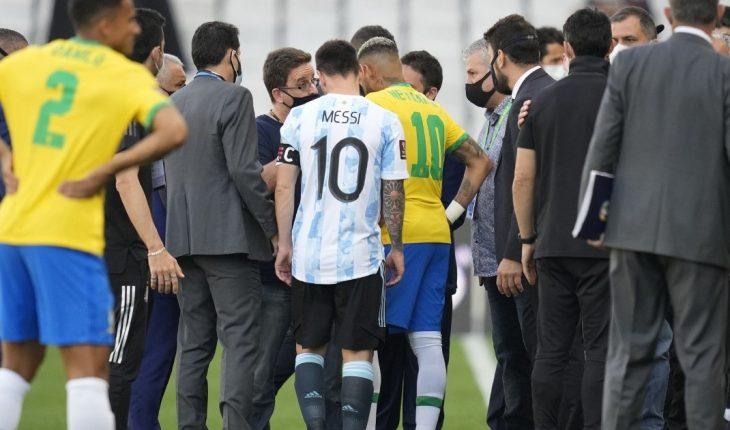 Suspenden el partido entre Argentina y Brasil a los 6 minutos de juego