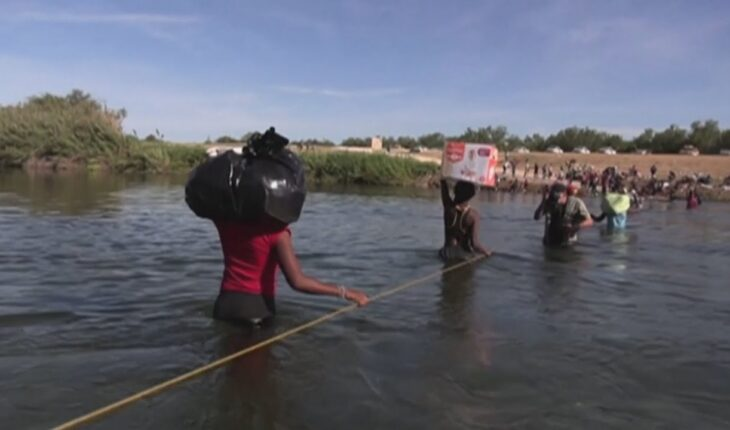 Biden en jaque por los miles de haitianos que esperan poder ingresar al país