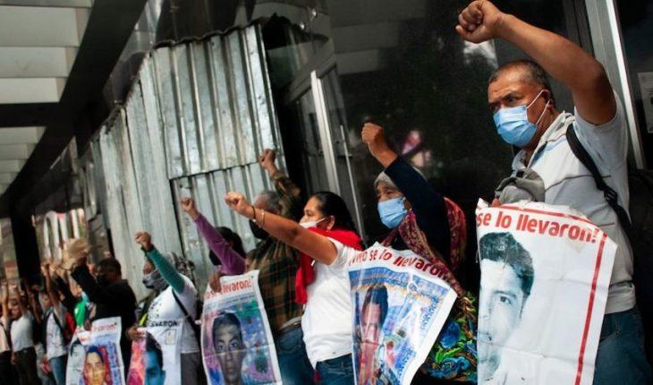 familias a 7 años de Ayotzinapa