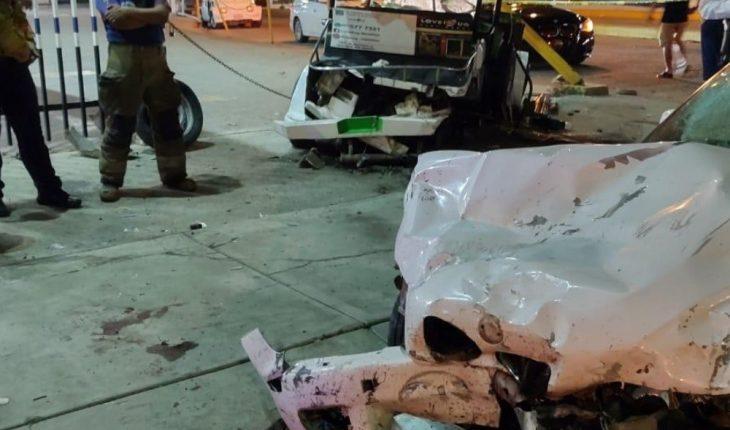 Strong crash leaves two people injured in Mazatlan