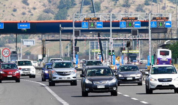 Autoridad espera la salida de 403 mil vehículos de Santiago el fin de semana largo: aumentará en 12% respecto a Fiestas Patrias