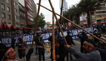 Incidentes se registran en Plaza Italia en marcha por la resistencia mapuche