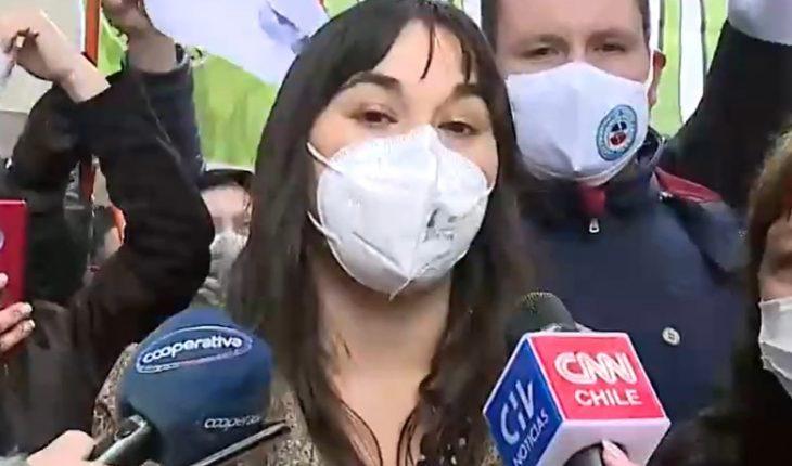 """Trabajadores de la Salud protestaron en el frontis del Minsal por presupuesto 2022: """"La pandemia tiene que marcar un antes y un después"""""""