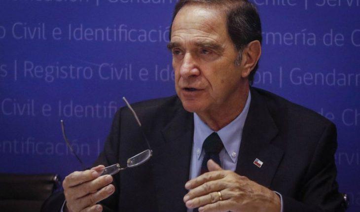 Víctimas de Colonia Dignidad pidieron renuncia del ministro de Justicia Hernán Larraín